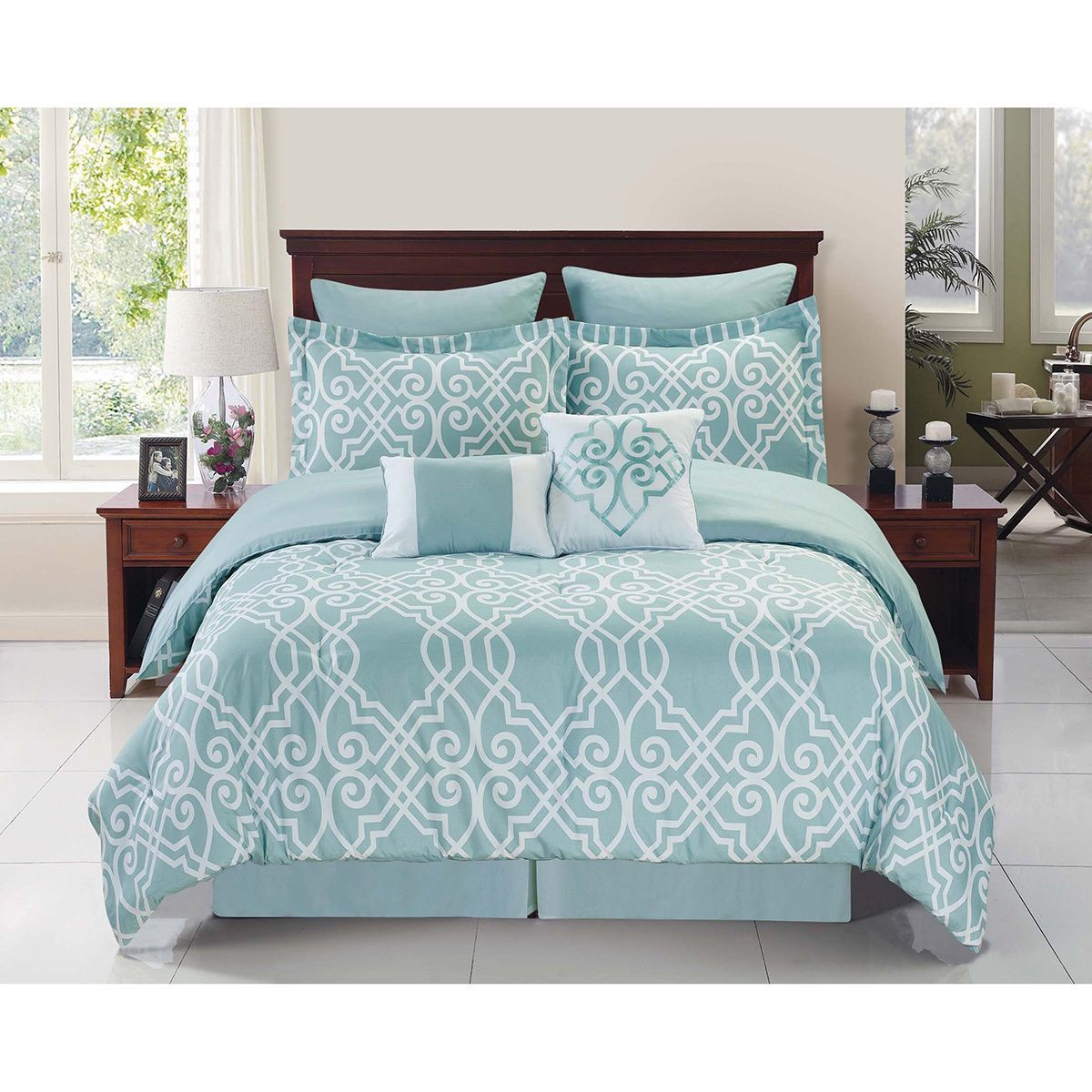 An elegant ironwork pattern makes the Dawson comforter set a graceful addition to your space. Crafted with a beautiful blue and white color scheme, this microfiber bedding is perfect for the guest room or the master bedroom.