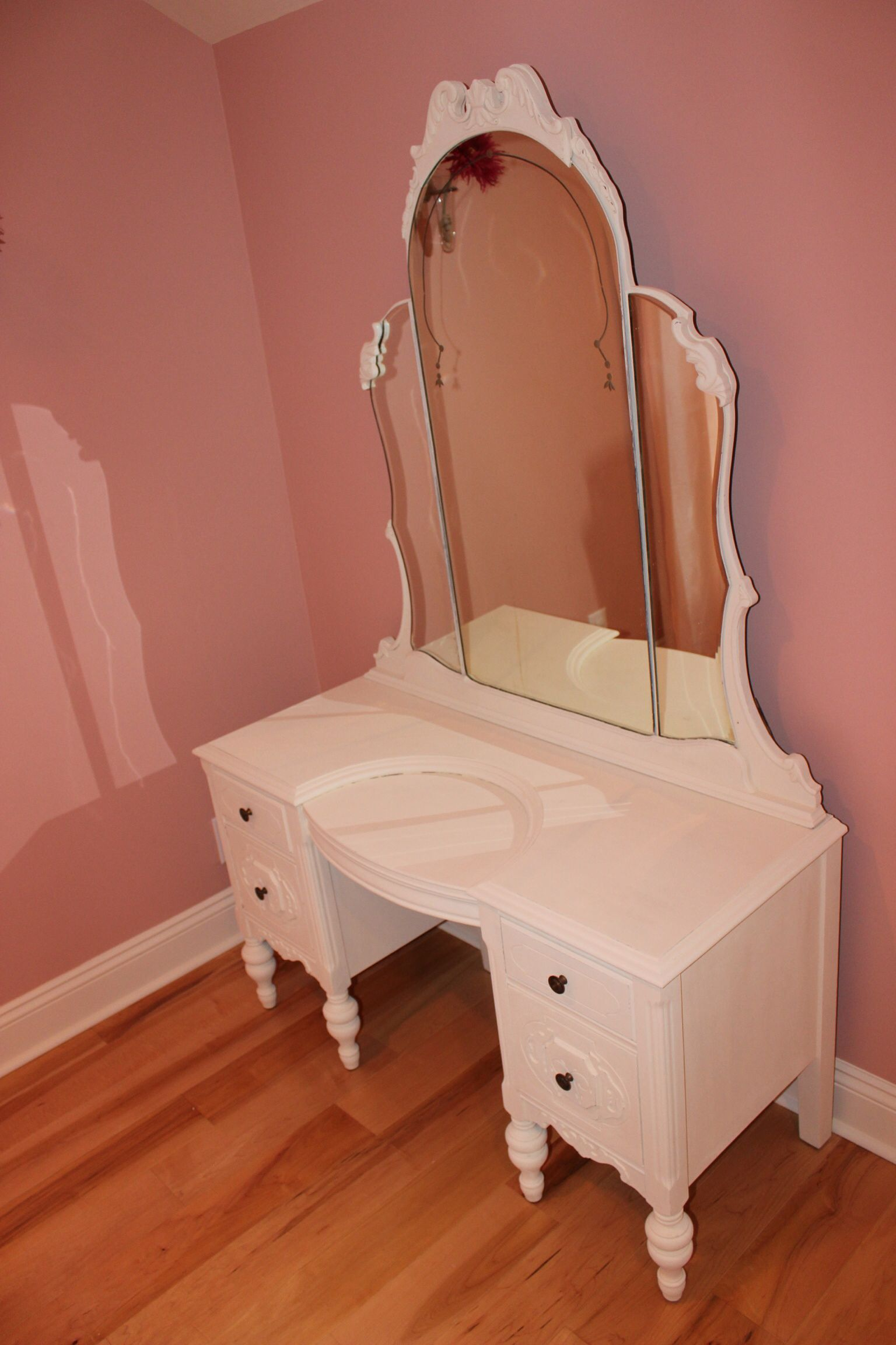 Stunningly Beautiful Makeup Vanity. Every Little Girl Dreams Of Sitting In  Front Of Something So