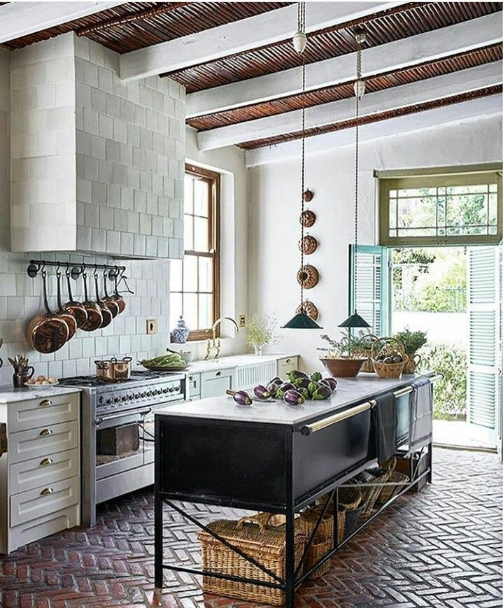 It must be great to cook in this kitchen also pin by laura the first mess on homes and interiors rh pinterest