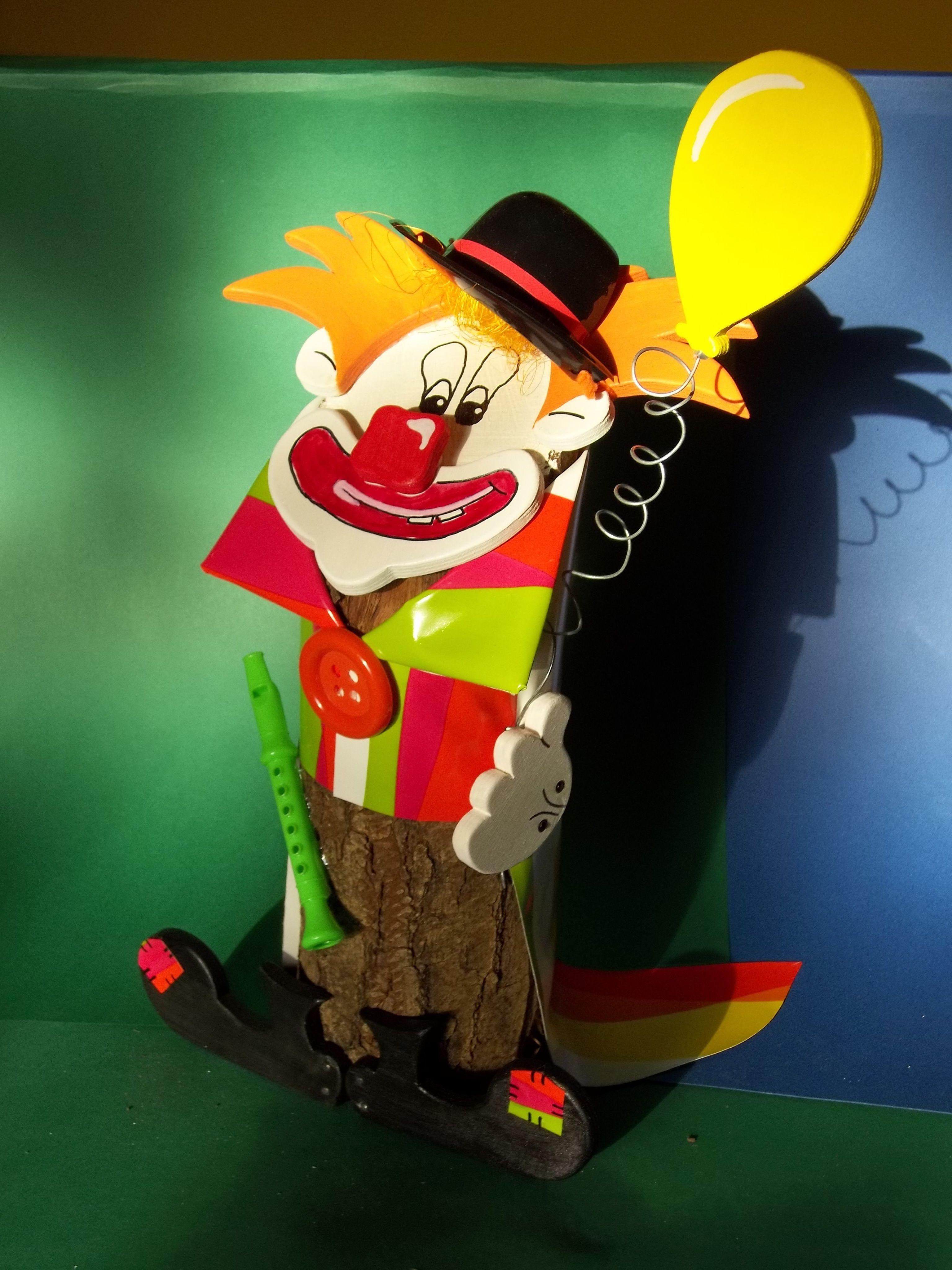 Clown baumstammfigur gartendeko holzdeko for Basteltipps gartendeko