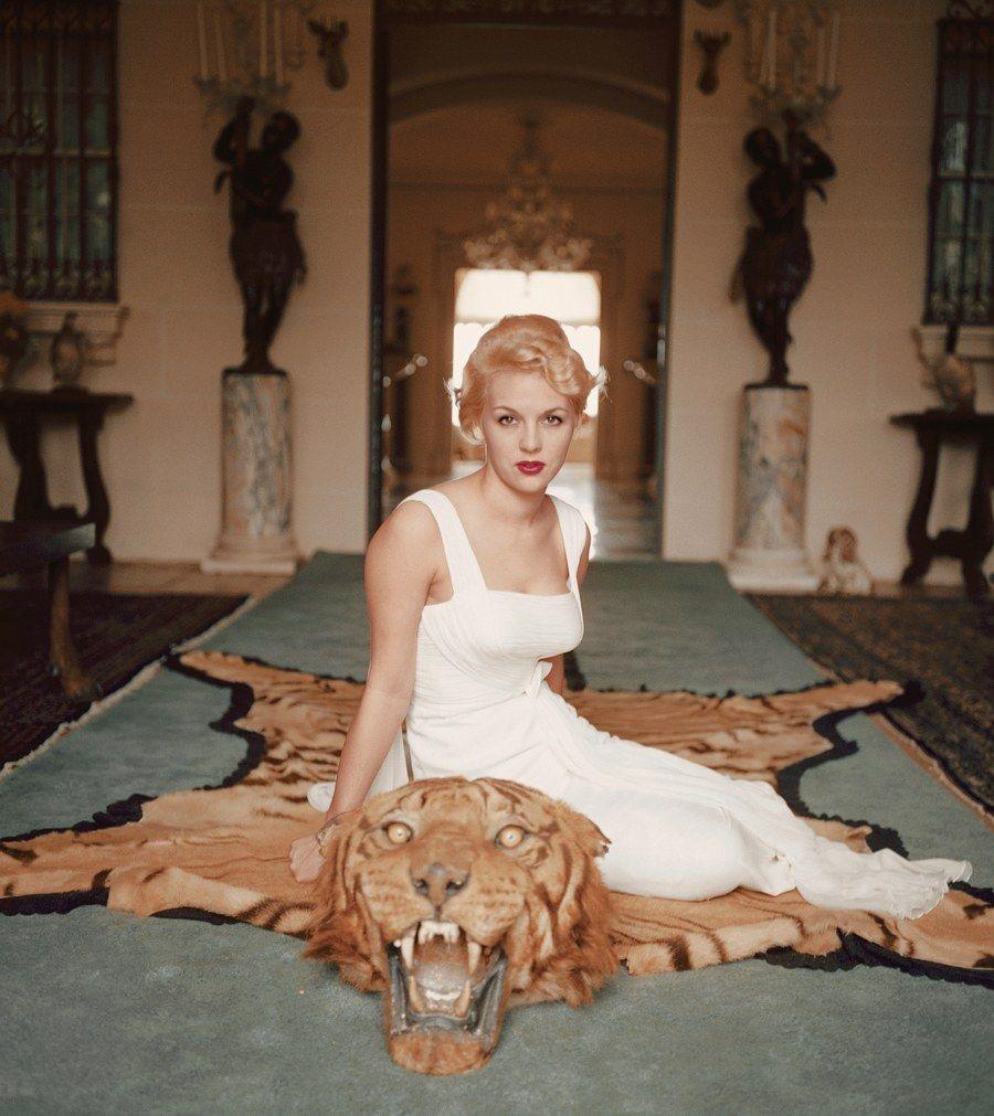 Slim Aarons S Photographs Of Marilyn Monroe Audrey Hepburn And Other Women Of Leisure Slim Aarons Slim Aarons Photography George Cameron
