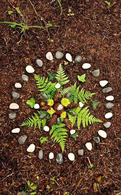 Mandala iš gamtoje rastų priemonių