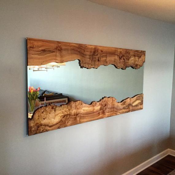 Handgefertigter Live Edge Wandspiegel mit Live Edge Holzrahmen   Handgefertigter Live Edge Wandspiegel mit Live Edge Holzrahmen