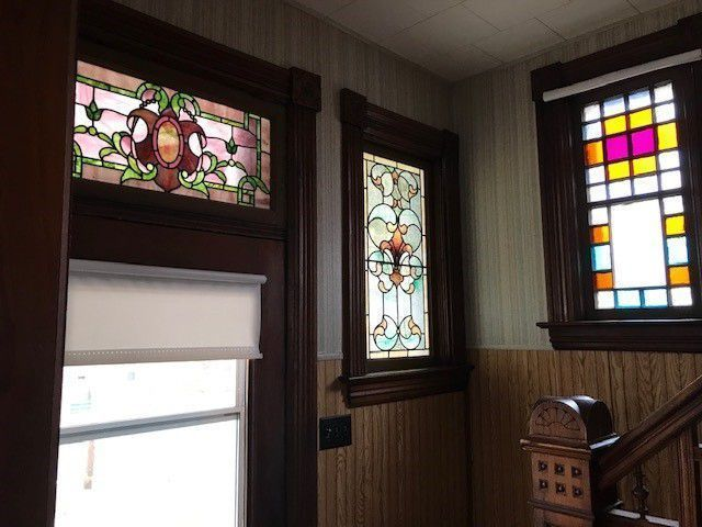C 1910 Iowa Queen Anne With Turret Stained Glass 85 000 Old House Dreams Old Houses Stained Glass