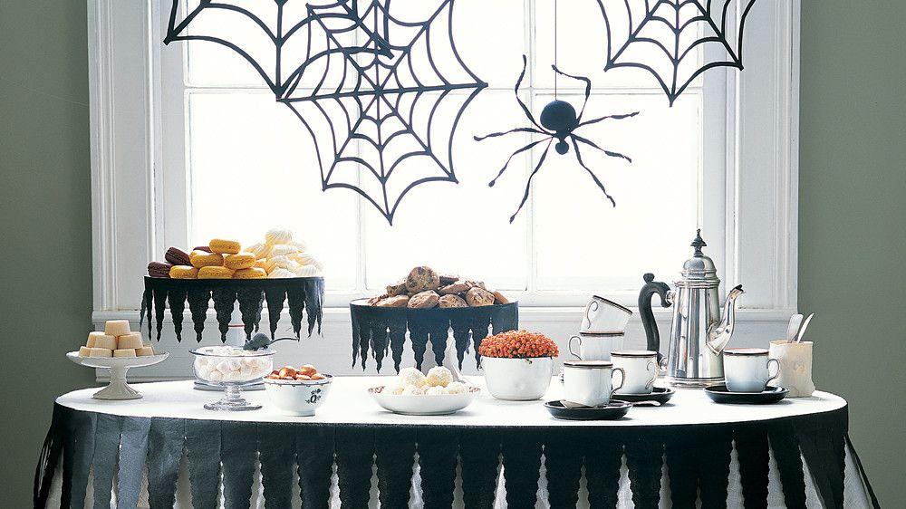 Halloween Party Ideas Halloween spider decorations, Halloween door - how to decorate for halloween party