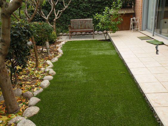 Cesped Sintetico En Patios Jardines Jardin Con Cesped Artificial Cesped Artificial Terraza