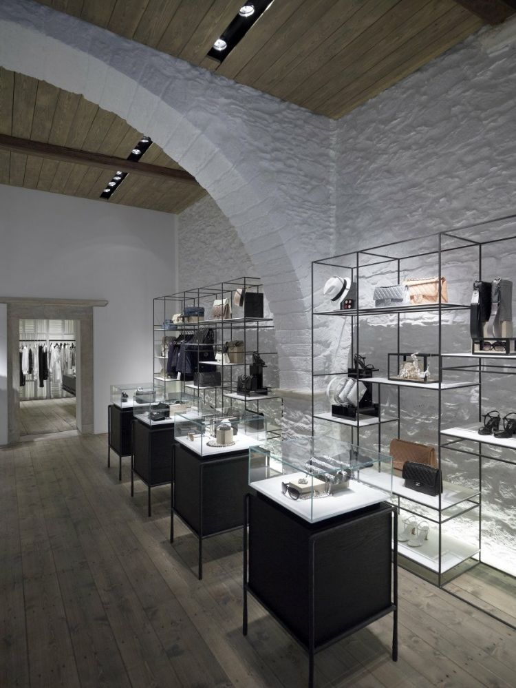 Linea Piu Boutique on the Greek island of Mykonos