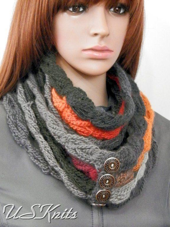 купить или заказать вязаный шарф снуд на пуговицах выполненный