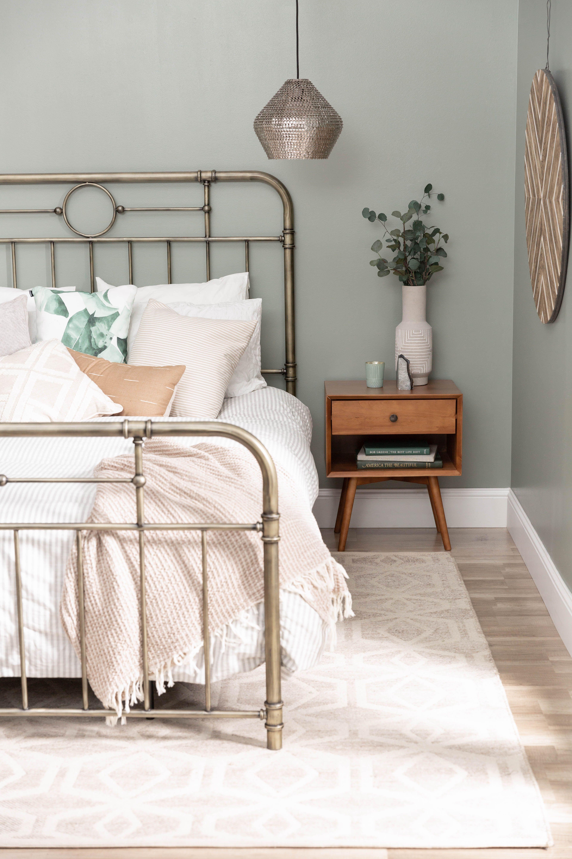 Antiqua Bronze Queen Bed In 2020 Green White Bedroom White