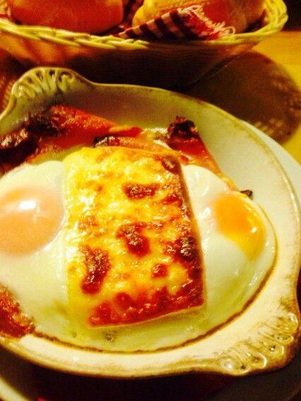 Uova, speck e formaggio fuso