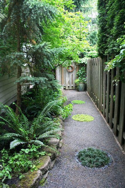 Narrow side garden ideas plaashuis tuinidees pinterest for Narrow garden designs