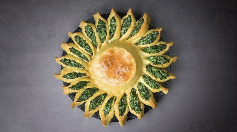 Spinach Ricotta Pastry Swirl With A Camembert Fondue Center In 2020 Yummy Appetizers Spinach Ricotta Original Recipe