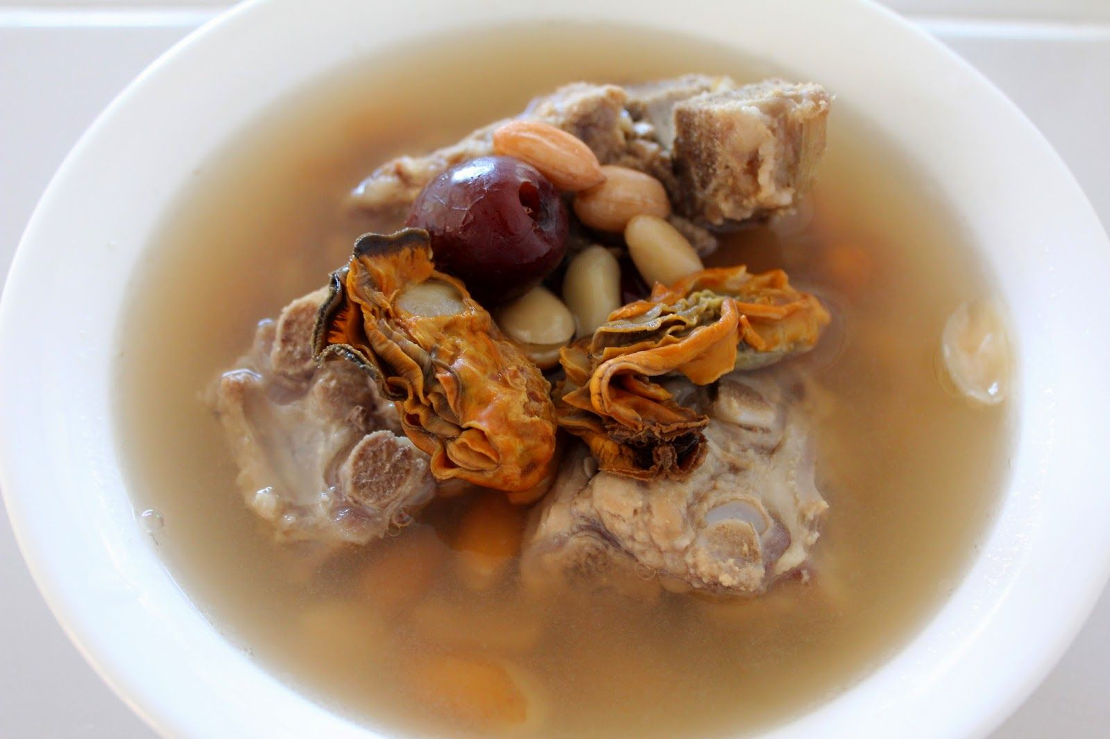 Adventures Of A Little Foodie: Pork Bone, Dried Oyster and Peanut Soup