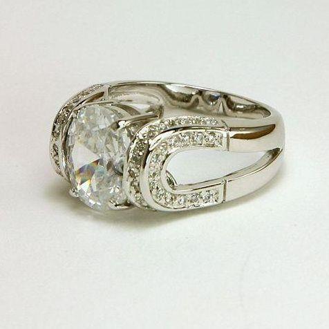 horse shoe on the side - Horseshoe Wedding Rings