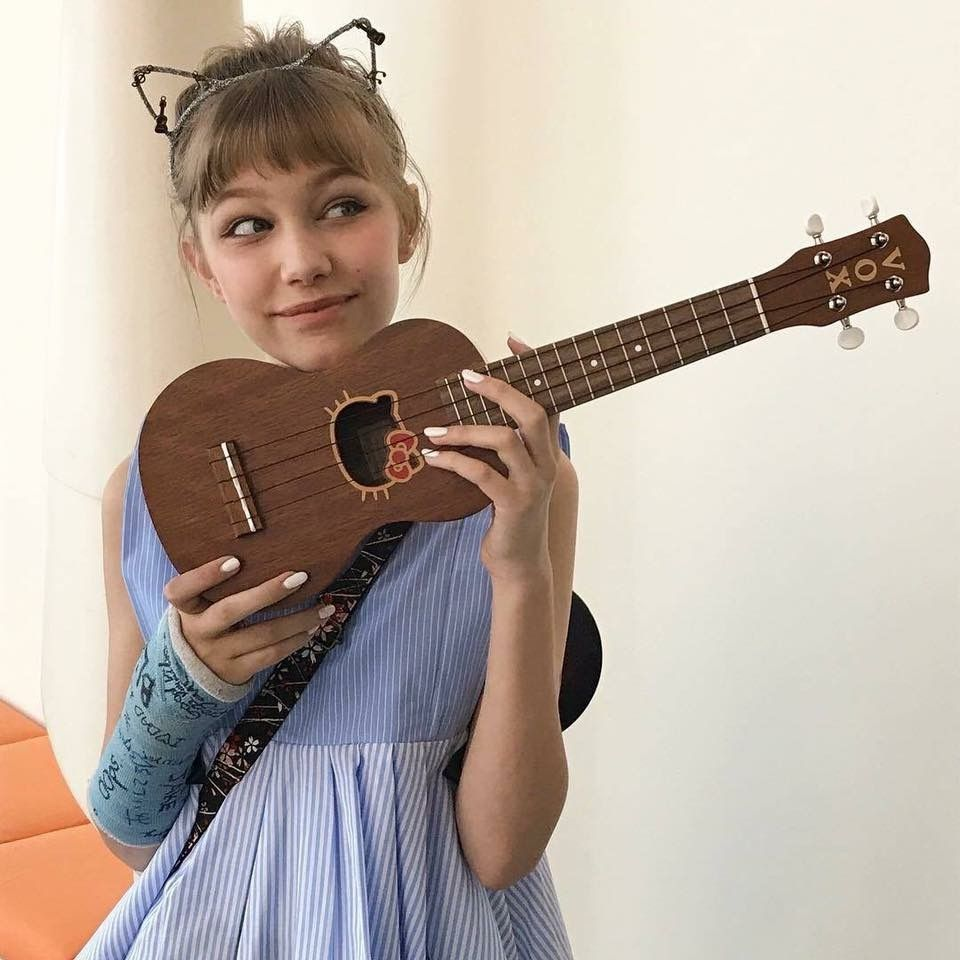 gorgeous inspiration favs and music pinterest grace vanderwaal guitars and musicians. Black Bedroom Furniture Sets. Home Design Ideas