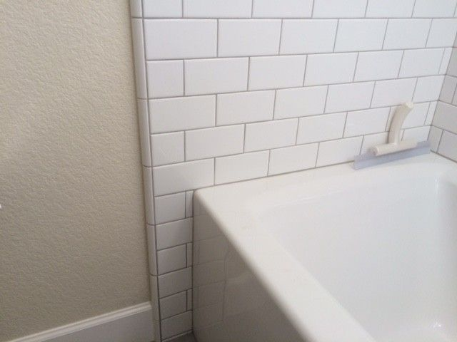How Far Out Beyond Tub Shower To Tile Bathrooms Forum Gardenweb Shower Tub Bathtub Tile Bathtub Shower Combo