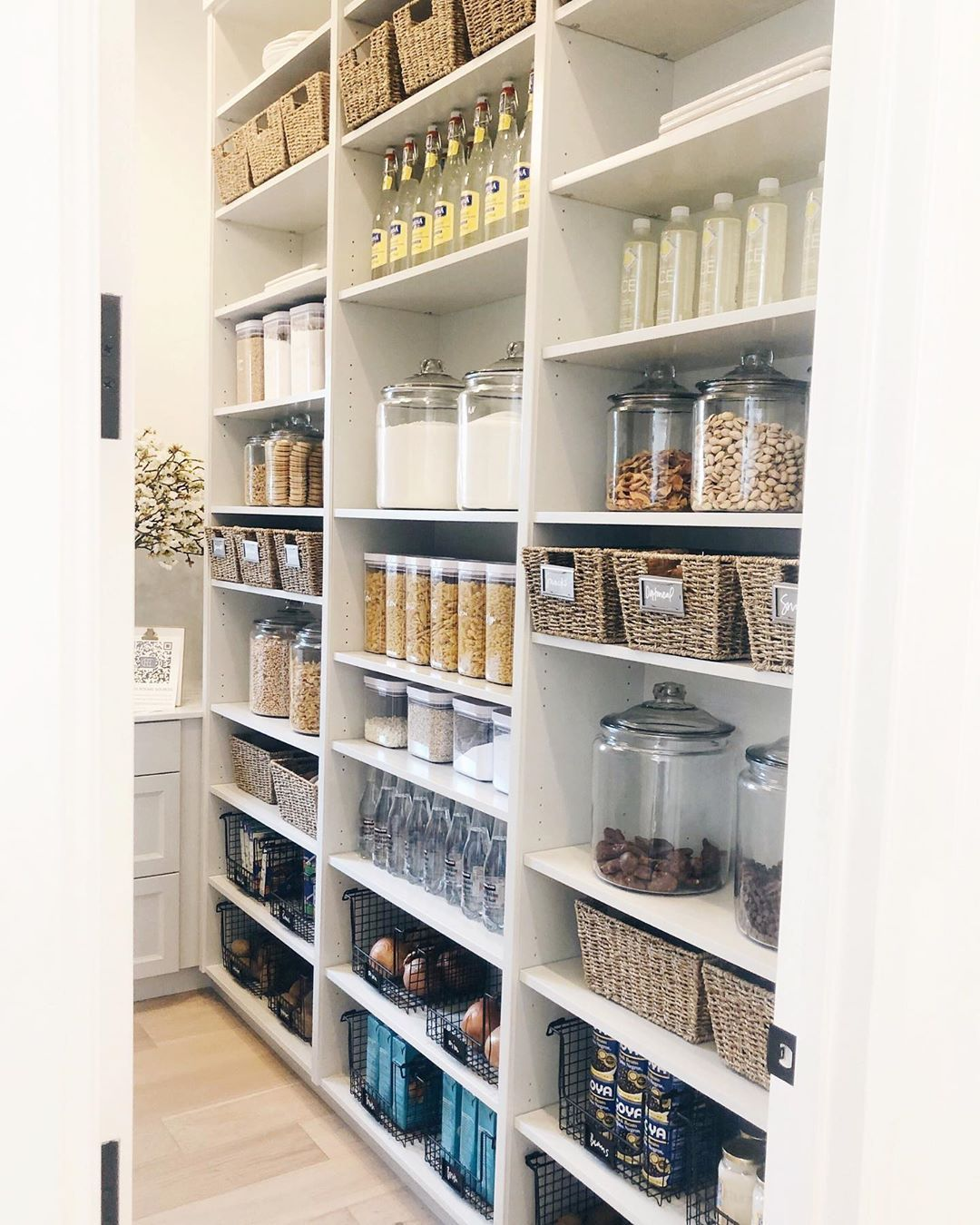 Alicia Bias Lux Simplicity On Instagram Be Honest Would Having A Gorgeous Organized Pantry Like This Pantry Organisation Pantry Organization Organization