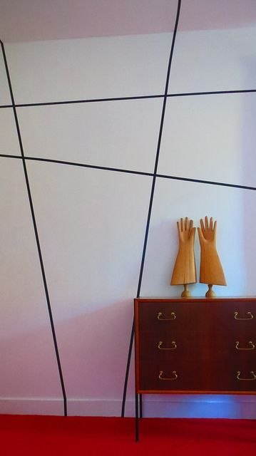 Graphic Wall, red carpet and wooden hands