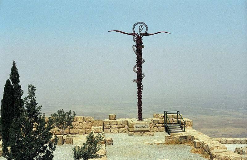 جبل نبو الذي منه أطل النبي موسى على أرض فلسطين قبيل وفاته حسب سفر التثنية