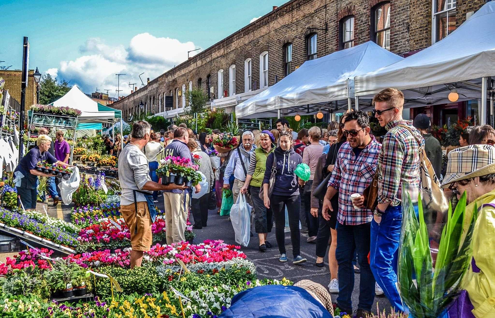 To See Columbia Road Flower Market On A Sunday Morning One Of The Most Lovely Cosy Fun St Columbia Road Flower Market Columbia Road Best Places In London