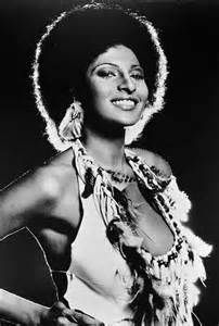Foxy Brown Pam Grier and her gorgeous afro are a film classic Black Actresses, Black Actors, Foxy Brown Pam Grier, Pam Grier 70s, Jackie Brown, Meagan Good, Vintage Black Glamour, Vintage Beauty, African American Women