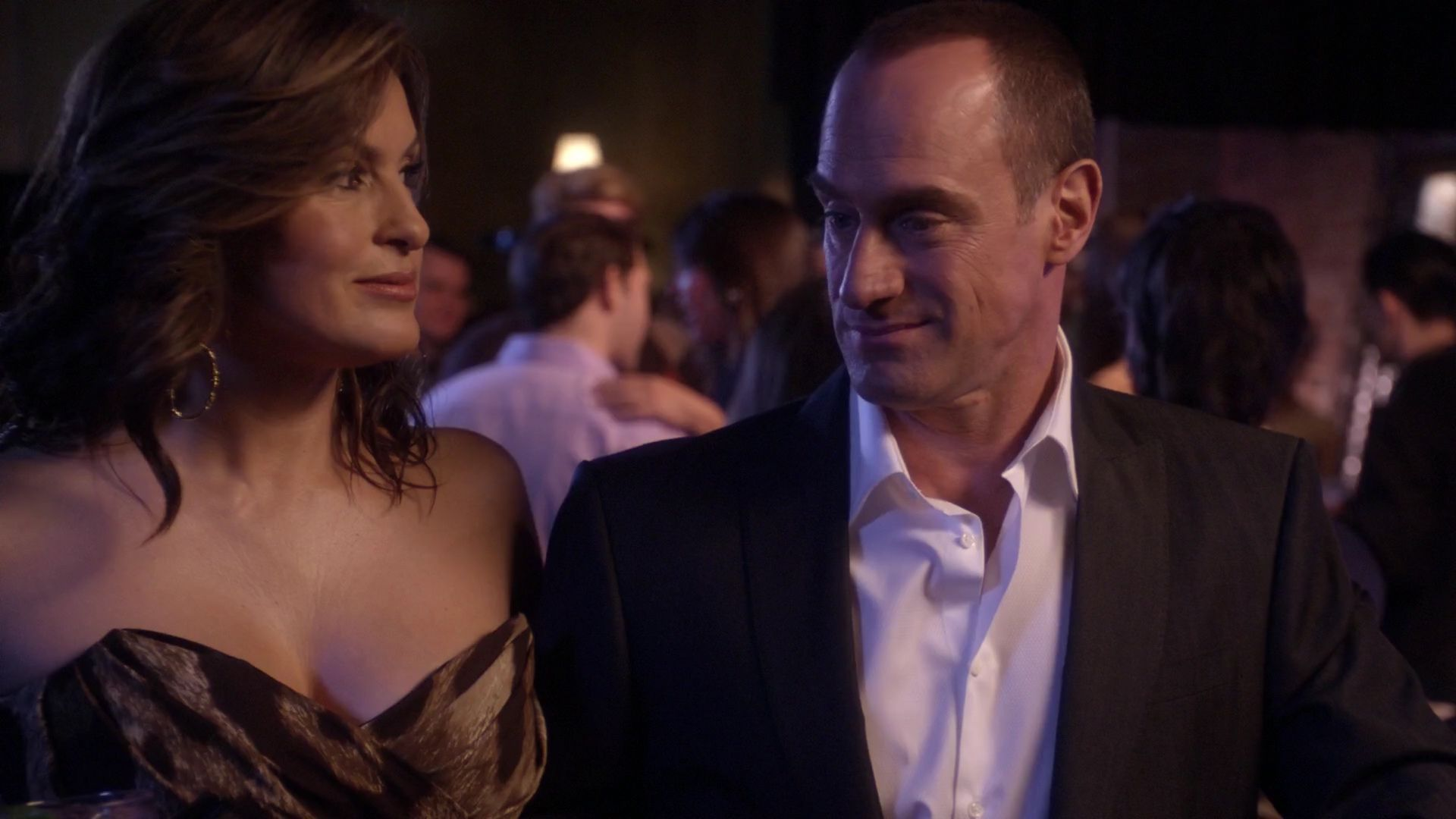 Olivia Benson & Elliot Stabler undercover as a married couple