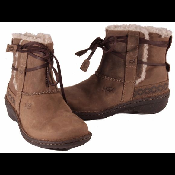 18d10600df0 Shop Women's UGG Brown size 7 Winter & Rain Boots at a discounted ...