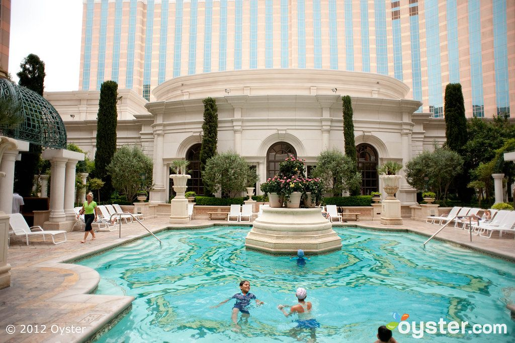 The Venezia Pool Deck Pool At The Venetian Resort Hotel Casino Las Vegas Los Angeles Trip