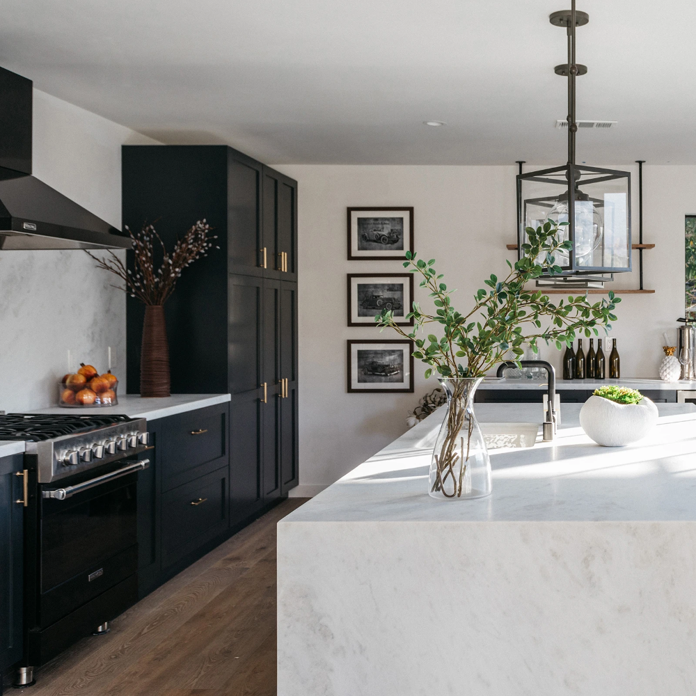 Modern Luxe Kitchen In Hollywood Hills In 2020 Condo Kitchen Modern Kitchen Bar Kitchen Inspirations