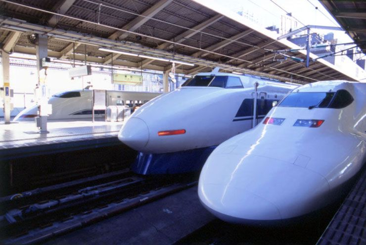 japanese transportation advanced subways that go very fast and are ...