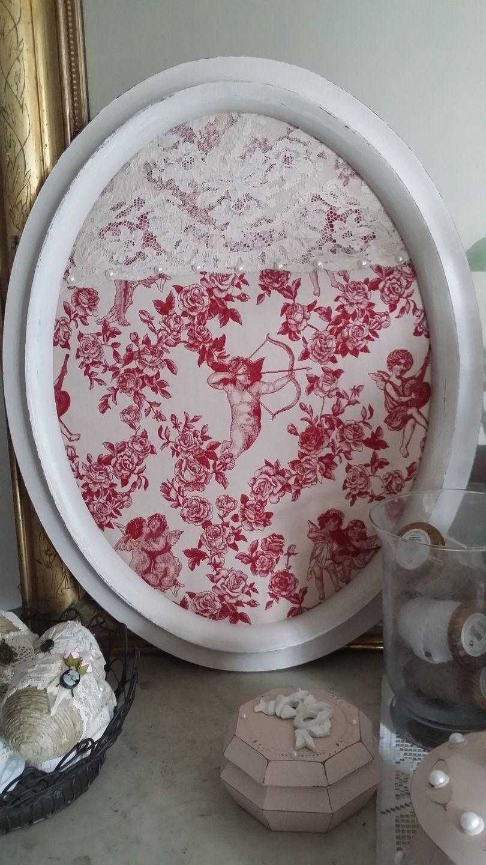 tableau style victorien et romantique avec sa toile de jouy broch e d corations murales par. Black Bedroom Furniture Sets. Home Design Ideas