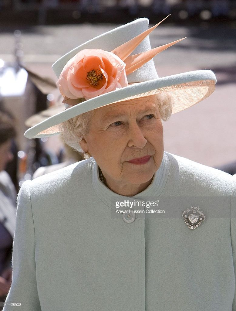 Queen Elizabeth Ll Visits The National Museum Of Wales On June 5 Queen Elizabeth Elizabeth Ii Her Majesty The Queen