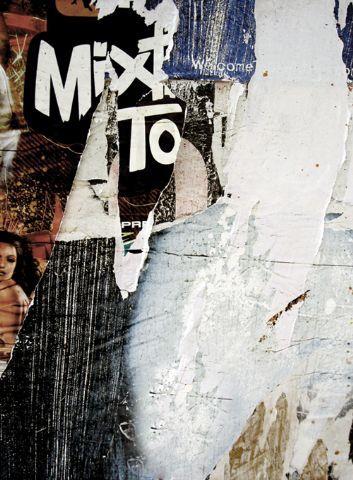 Click Props Achtergrond Vinyl met Print Newspaper Wall Gold 213 x 290m  Click Props biedt een uitgebreid assortiment voorbedrukte vinyl achtergronden en vloerplaten met een print. Deze achtergronden bieden fotografen de mogelijkheid om fotos te maken in diverse themas. In totaal zijn er meer dan 200 unieke designs verkrijgbaar.  Eigenschappen van de Click Props Vinyl Achtergronden  Alle achtergronden zijn van een absolute top kwaliteit vinyl van 550 gram/m2. Aan de bovenzijde van ieder doek…