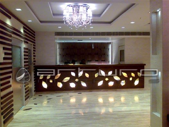ديكورات اضاءة ديكورات 2021 اضاءة 2021 Decor 2021 Decor Lighting Lighting 2021 46681 Imgcache Hotel Interior Design Hotel Interiors Wood Reception Desk