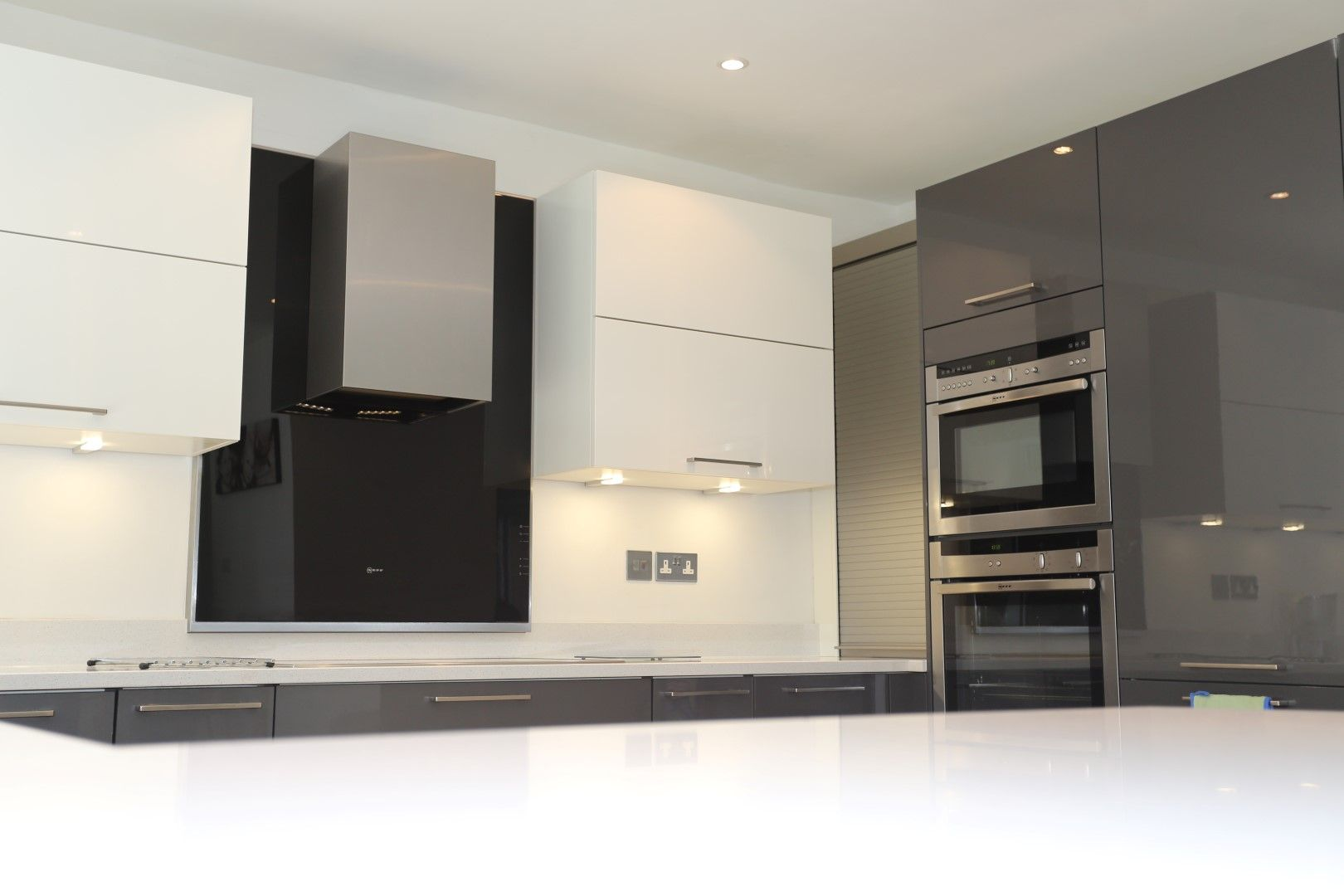Twotone Kitchen With Shiny Magnoliacream And Anthracitegrey - Anthracite grey kitchen