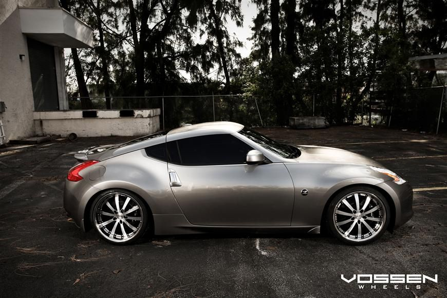 Nissan 370Z - this car looks like it's going fast... when it's standing still! :)