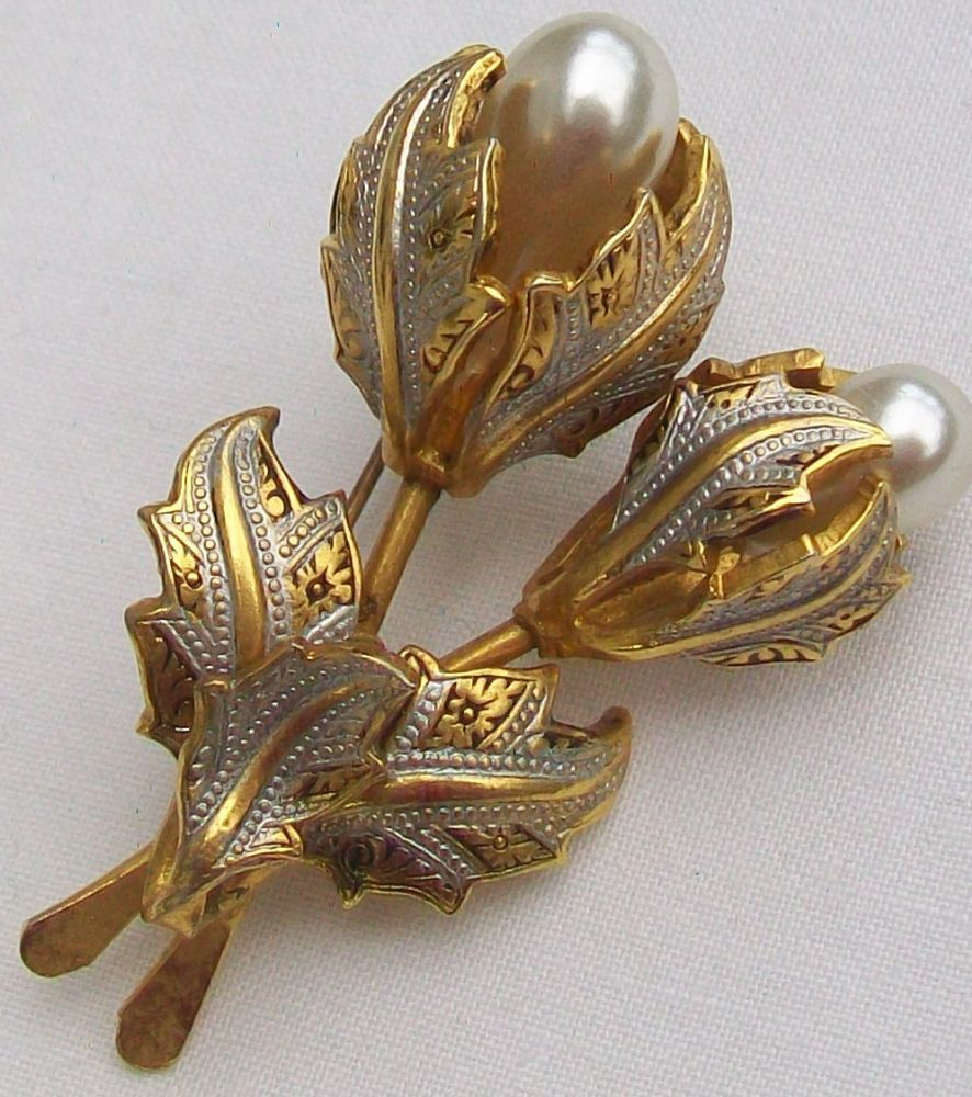Damascene jewellery originates from the Toledo region of Spain
