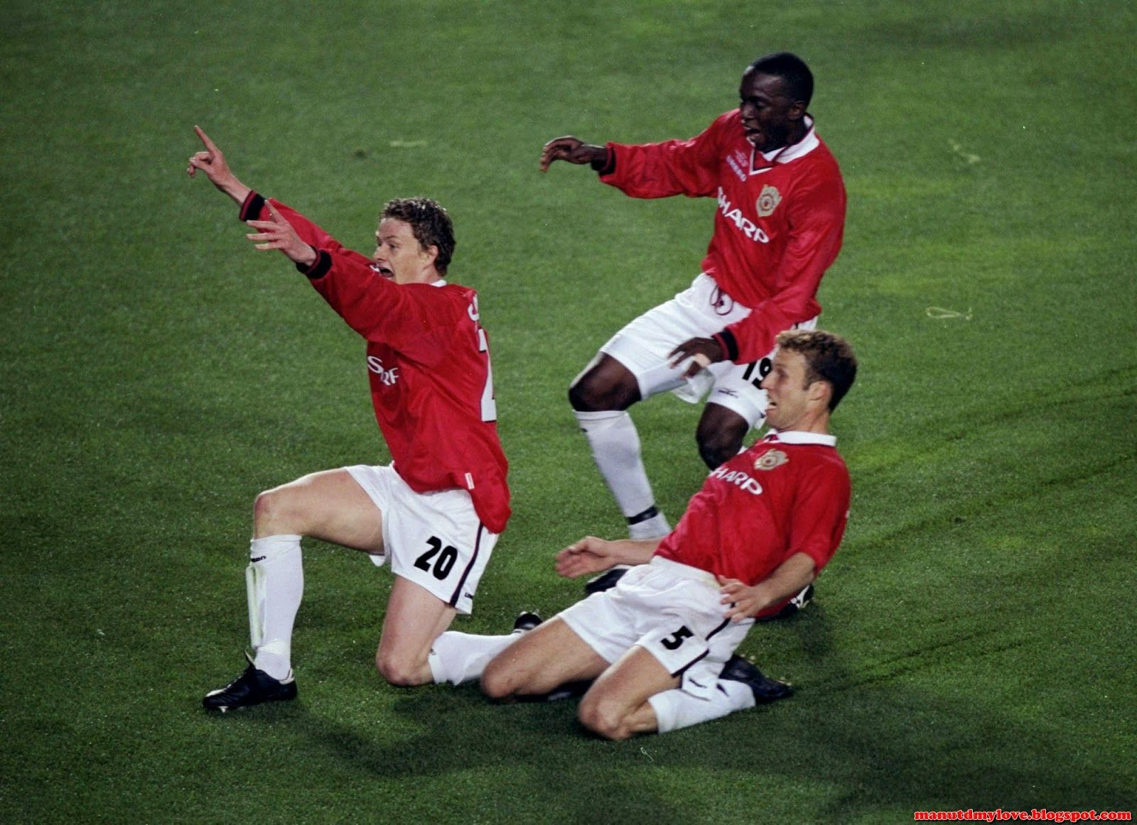 Manchester United Celebrate Winning The C1 1998 1999 Manchester United My Love Manchester United Manchester United Football The Unit