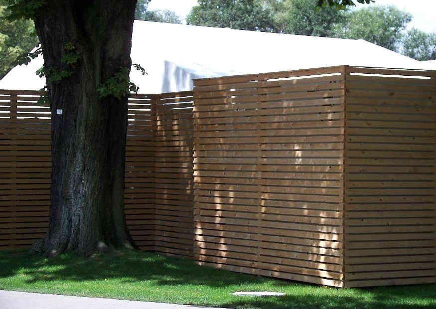 Hoher Sichtschutz aus Holz unkomplizierter Eigenbau
