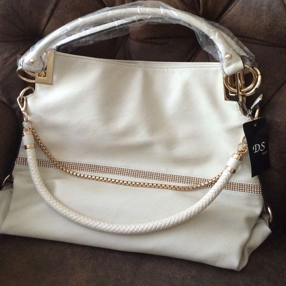 Cream colored Purse Brand new, never been used large cream colored purse. DS bags. DS Bags Bags Hobos