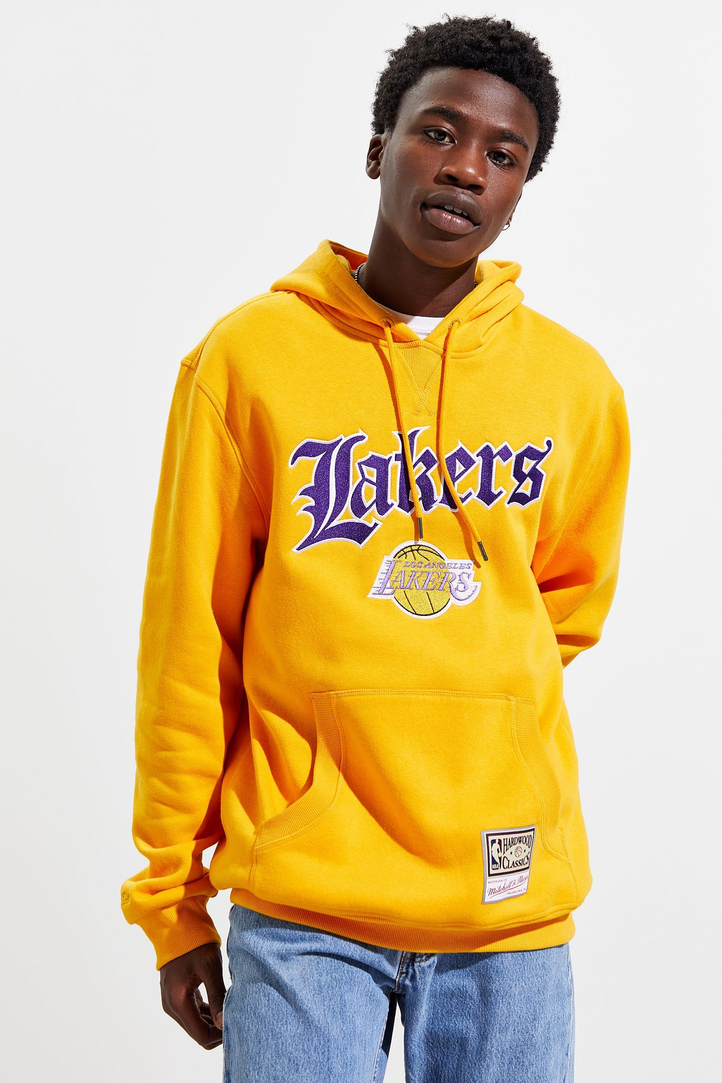 Mitchell Ness Old English Los Angeles Lakers Hoodie Sweatshirt In 2020 Hoodies Los Angeles Lakers Sweatshirts Hoodie
