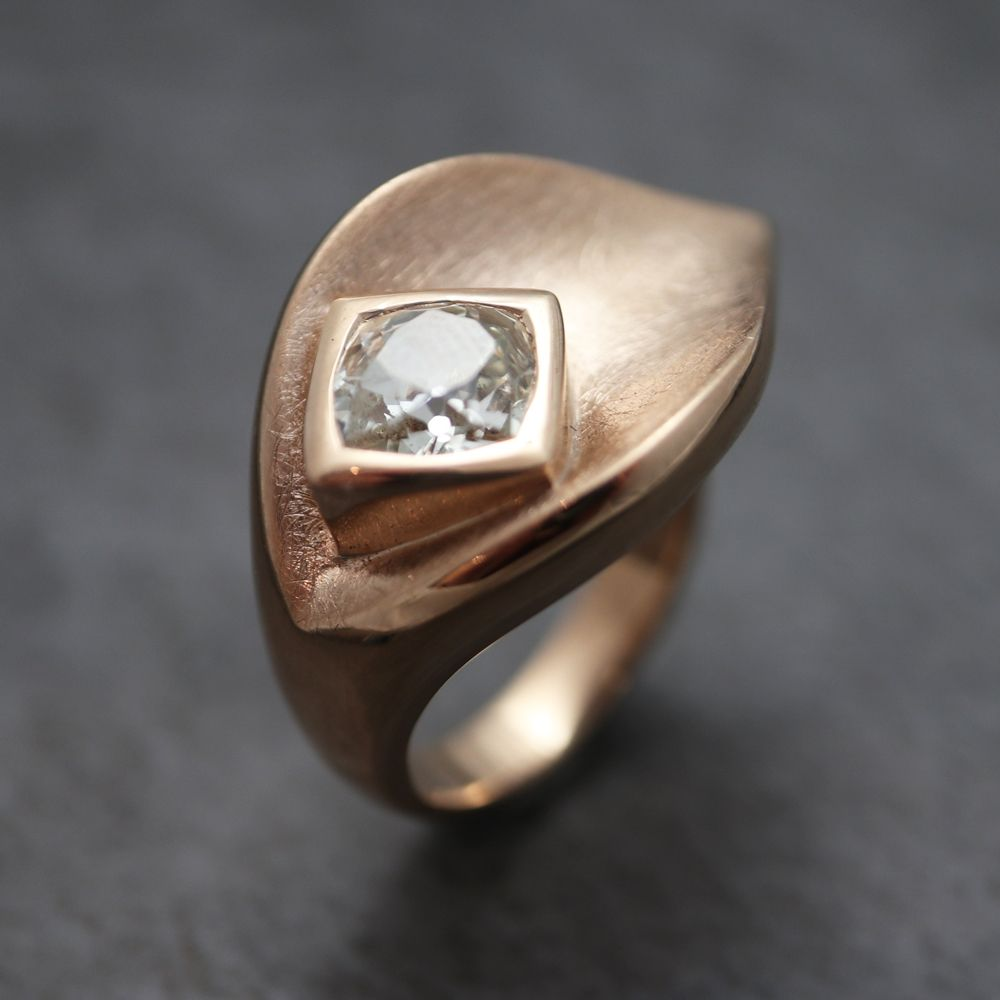 We love creating bespoke pieces of contemporary jewellery!  It's a real thrill as every piece is unique.  And the good word is spreading – bespoke orders are a big part of our business! Book an appointment to speak with one of our highly trained goldsmiths and you'll see what an enjoyable experience commissioning a bespoke piece of jewellery can be.  #contemporaryjewellery #jewellery #jewelry #bespokejewellery #uniquejewellery #design #style