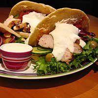 Kana-Pitakebap, valkosipuli- ja tomaattikastikkeella