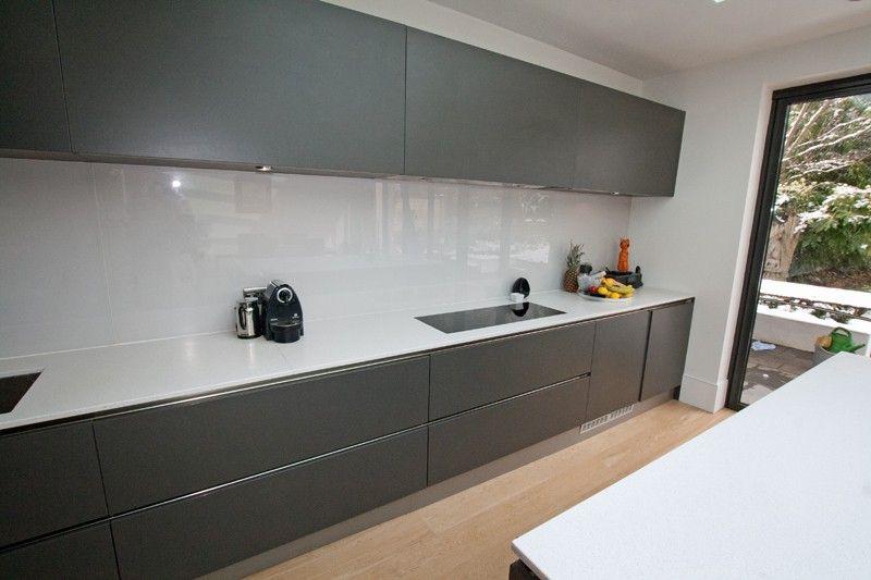 Best Handleless Matt Grey Kitchen With White Worktop Cocinas 400 x 300