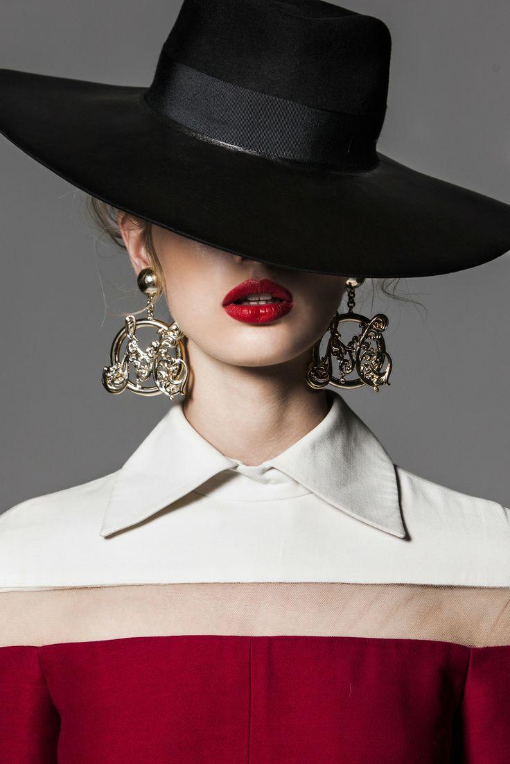 Black Hat...red lips...  c1fca082762d