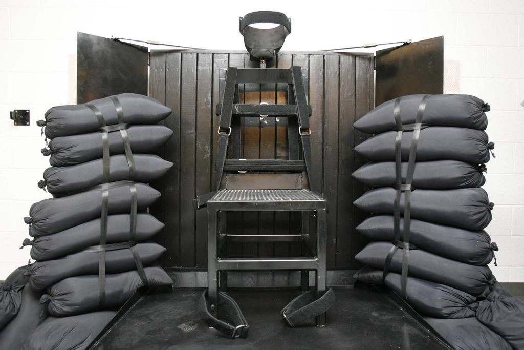 Utah to allow executions to be carried out by firing squads, rights groups respond with ire. http://aje.io/fqwz