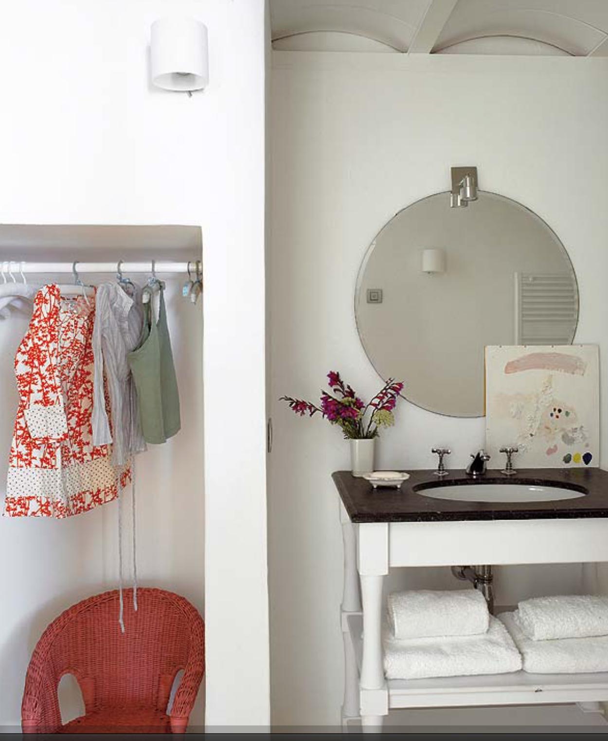 Opta por agrupar espacios separándolos con un pequeño muro como el ...