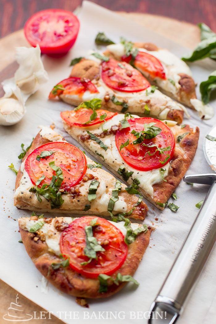 Pizza margarita de tomate y queso #Pizza #Tomate #Queso #Salado