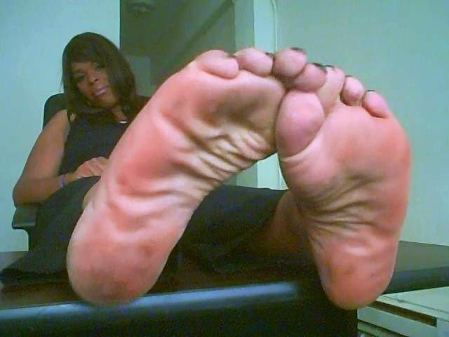 ebony female bodybuilders barefoot