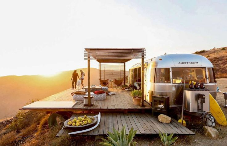 An Airstream vacation rental with the wow factor, this stunner is located on a private bluff in Mali... - Airbnb/Malibu Dream